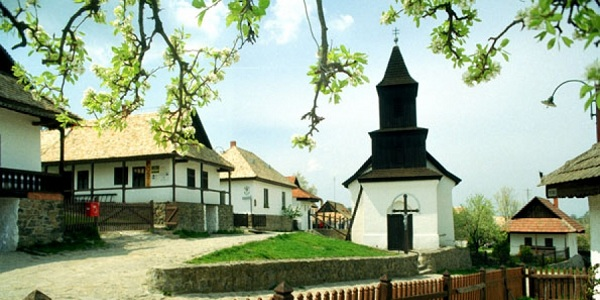 Историческое село Холлоке и его окрестности