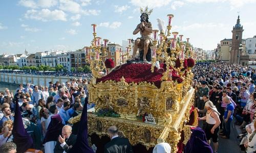 Пасхальное шествие в Севилье